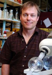 Think green, UO's Hutchison says, to reduce nanotech hazards