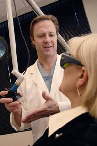 UT Southwestern plastic surgeons deploy new carbon dioxide-based fractional laser