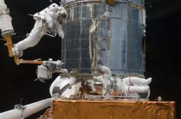 Astronauts take final spacewalk for Hubble repairs (AP)
