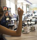 Anti-smoking law helps waiters to quit smoking