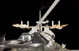 Astronauts await word of baby girl on Earth (AP)