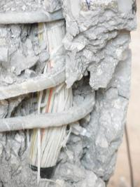 Concrete columns with internal bars made of glass fibers can make a building sturdier