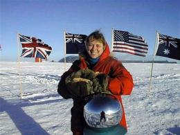 Doctor in dramatic South Pole rescue dies in Mass. (AP)