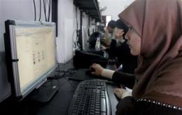Indonesian imams OK Facebook - but no flirting! (AP)