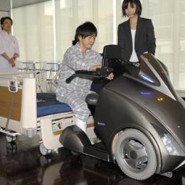 Japan robotics experts unveil sci-fi wheelchair