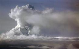 New eruptions at Alaska's Mount Redoubt volcano (AP)