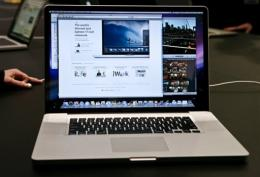 People explore the features of the new 17-inch MacBook Pro