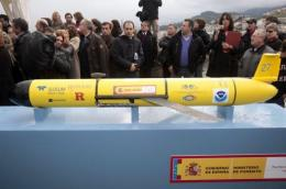 People surround the battery-powered underwater glider