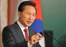 Premier Lee Myung-Bak has offered support to aid South Korean firms gain 10 percent of the global electric car market