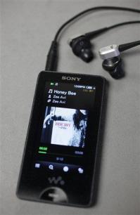 Review: New Sony Walkman misses multimedia mark (AP)