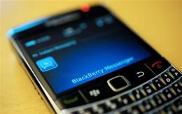 BlackBerry outages spread to North America (AP)