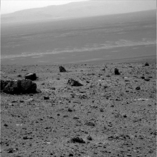 New Mars rover snapshots capture Endeavour crater vistas