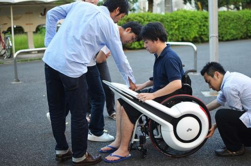 Wheelchair transformer draws viewers at Tokyo show