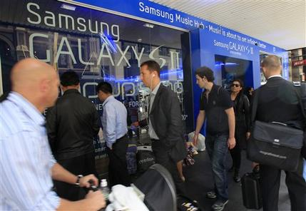 Australian court extends ban on Galaxy tab sales (AP)