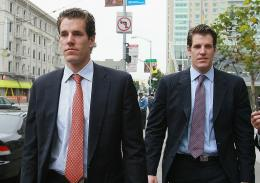 Cameron (L) and Tyler Winklevoss