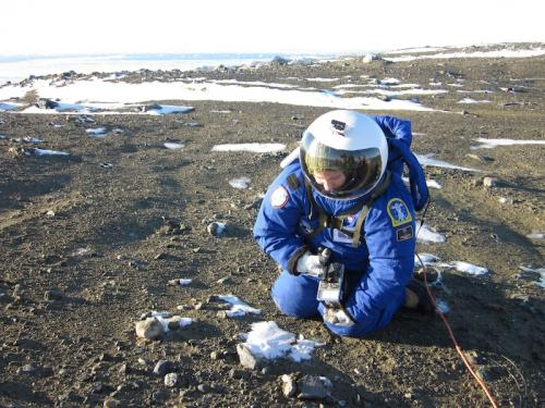 Countering contamination for Mars spacesuits