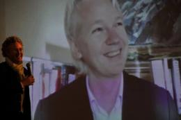 WikiLeaks founder Julian Assange blasted the mainstream media and Washington as he addressed journalists in Hong Kong