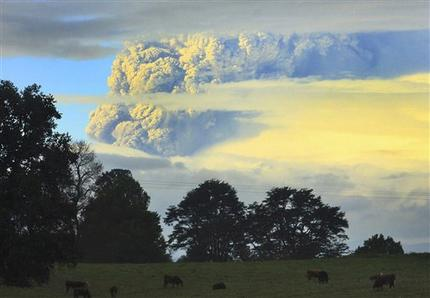 3,500 evacuate as volcano erupts in southern Chile (AP)