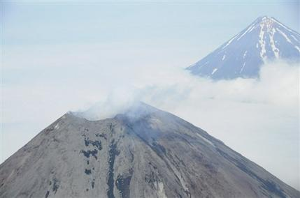 Satellite images show eruption on Alaska volcano (AP)