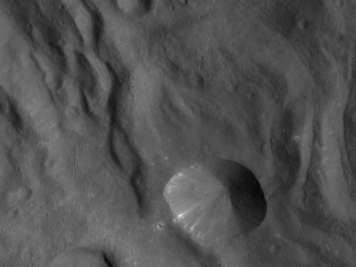 Dawn spacecraft begins new Vesta mapping orbit
