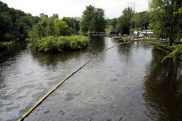 An oil pipeline in northwestern US state Montana has ruptured and spilled crude oil into the Yellowstone River