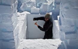 Antarctic expedition checks CryoSat down-under