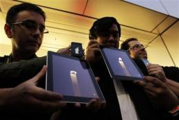 Apple fans reach for Jobs' devices to mourn him (AP)