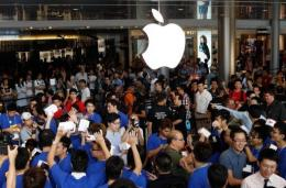 Apple on Saturday threw open the doors to its first store in Hong Kong