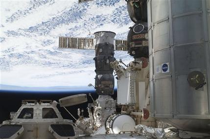 Astronauts fix another failed computer on shuttle (AP)