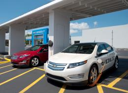 Chevrolet harnesses sun to power volts, dealerships