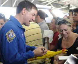Crowd welcomes home, thanks final shuttle crew (AP)