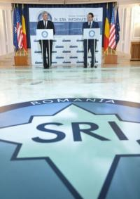 Director of Romania's Intelligence Service George Cristian Maior (R) with FBI counterpart Robert Mueller in Bucharest