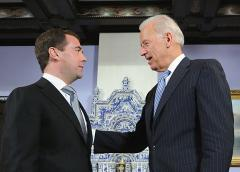 Dmitry Medvedev (L) talks with Joe Biden