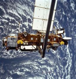 Falling satellite slows down, Earth strike delayed (AP)