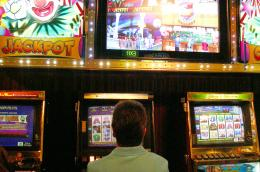 Poker machine revenues hurt by smoking bans, financial crisis