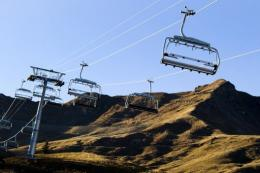 If the strong Swiss franc fails to keep holidaymakers away from ski resorts, then the lack of snow certainly will