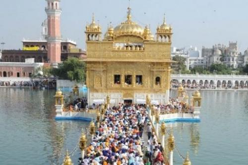 Indian Sikh devotees pay their respects during Diwali at the Sikh Shrine the Golden Temple in Amritsar