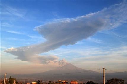 Mexico's Popocatepetl volcano blasts tower of ash (AP)