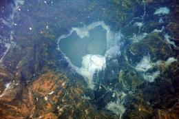 Ocean Observatories Initiative streams live video of undersea volcano