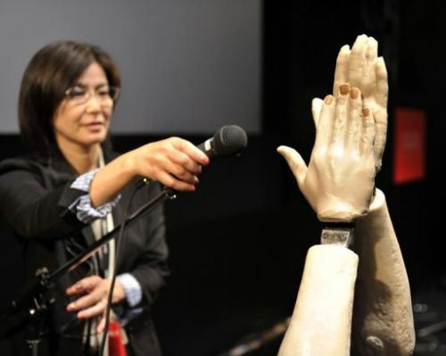Ondz could be used in musical performances to enhance the sound of real clapping