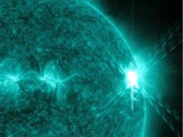 Solar flares: What does it take to be X-class?