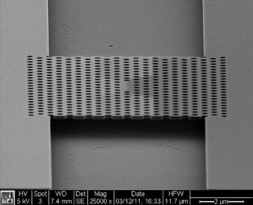 Stanford engineers create a tiny, energy-efficient laser for optical communication systems