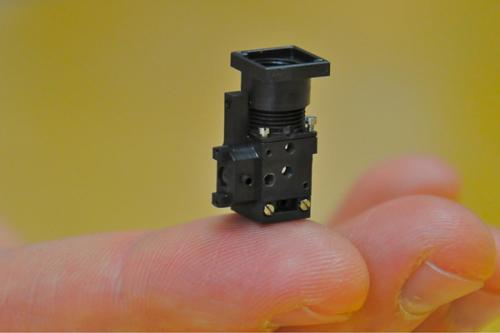 Stanford group creates miniature self-contained fluorescence microscope