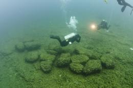 U-M divers retrieve prehistoric wood from Lake Huron