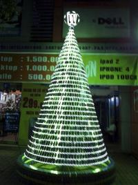 Vietnam store makes Christmas tree from cellphones (AP)