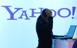 Yahoo! has begun helping people navigate apps for Apple iPhones or mobile gadgets powered by Android software