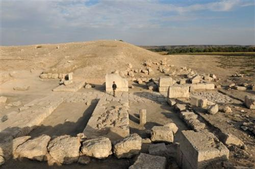 Archaeologists explore site on Syria-Turkey border