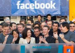 Facebook stock finishes flat in debut (AP)
