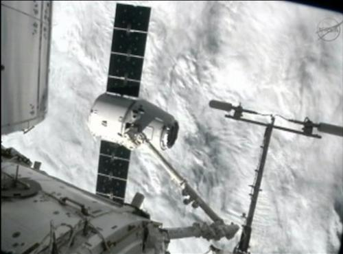 SpaceX Dragon capsule arrives at space station