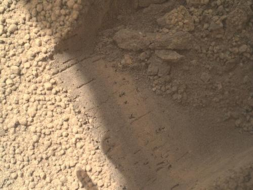 Curiosity rover's second scoop discarded, third scoop commanded